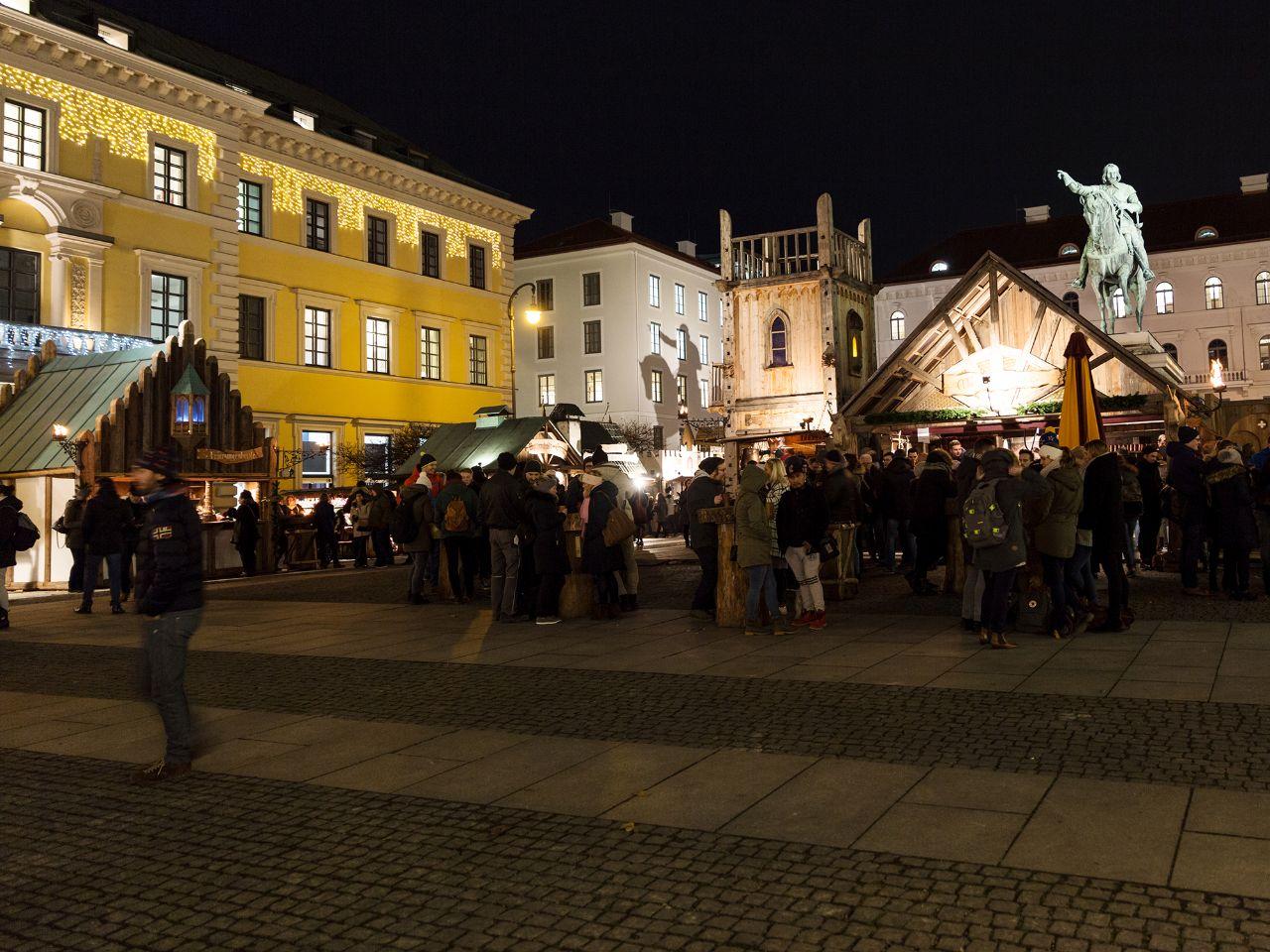 Weihnachtsmarkt Unter Der Woche.Adventsspektakel Und Mittelaltermarkt München Im Offiziellen