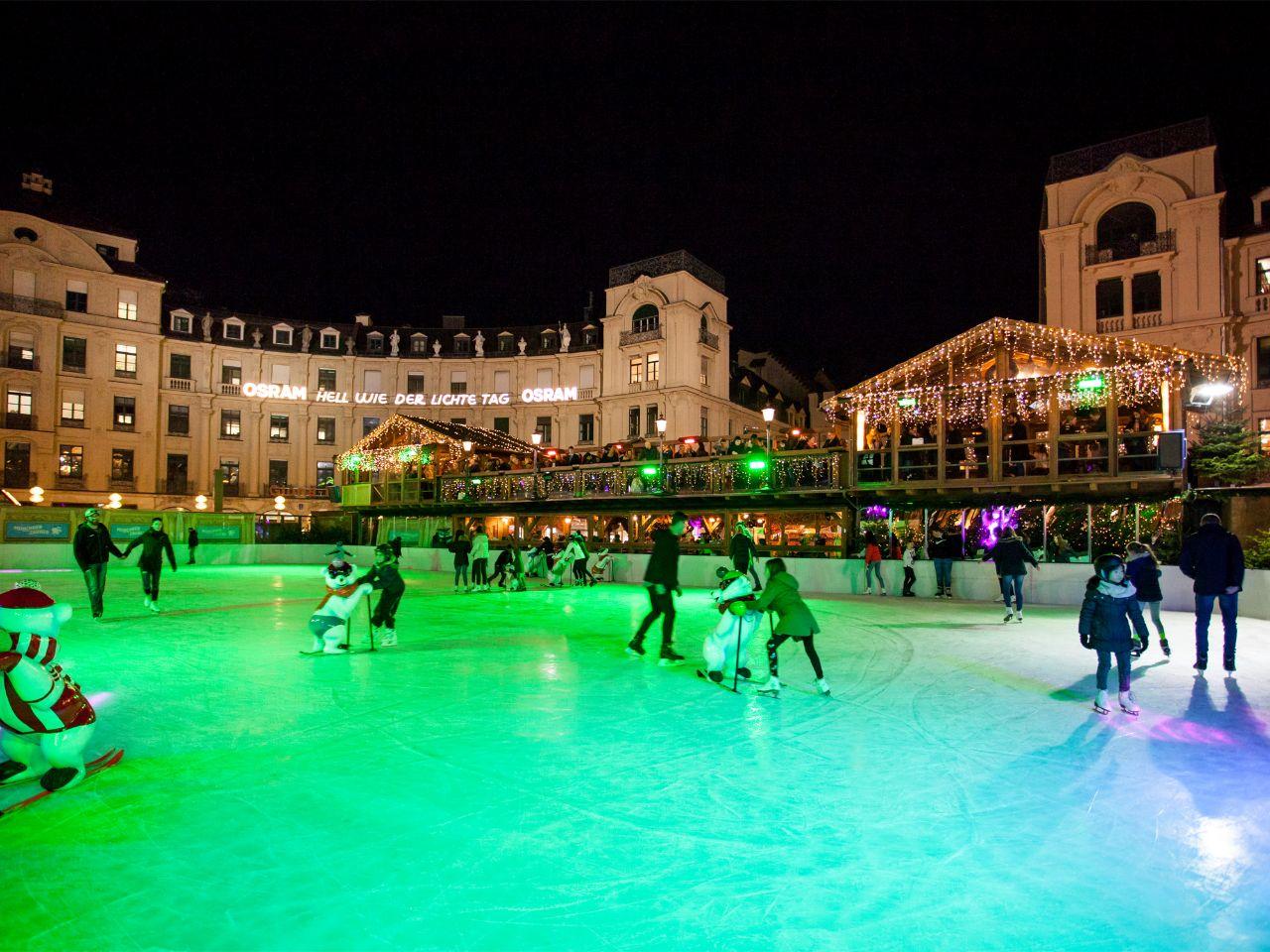 Schlittschuhlaufen Berlin Weihnachtsmarkt.Eiszauber München Eislaufen Stachus Das Offizielle Stadtportal