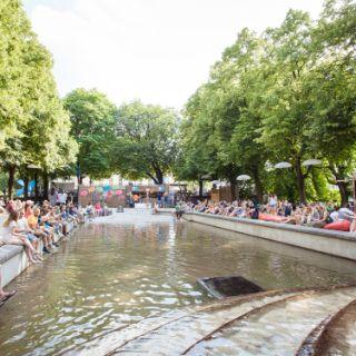 Kulturstrand am Vater-Rhein-Brunnen