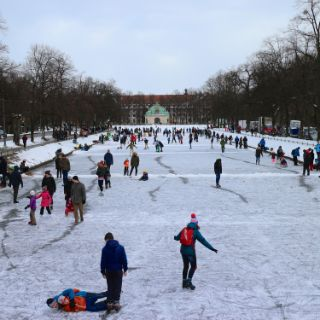 Winterspaß auf dem Schlosskanal Nymphenburg