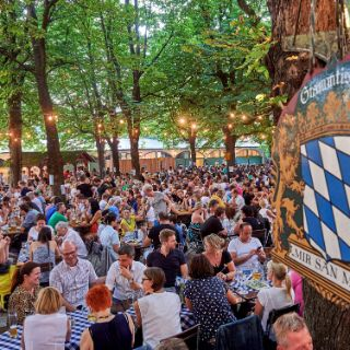 Der Hofbräu-Biergarten am Wiener Platz