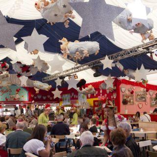 Einblicke in Bodos Cafézelt auf dem Oktoberfest