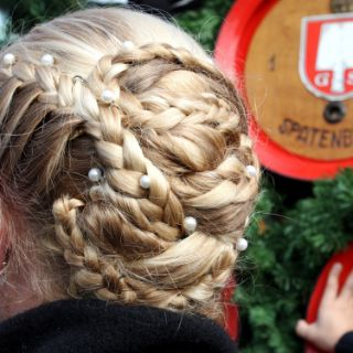 Frisuren und Hüte auf der Wiesn