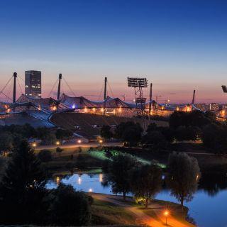 So schön leuchtet München zur blauen Stunde