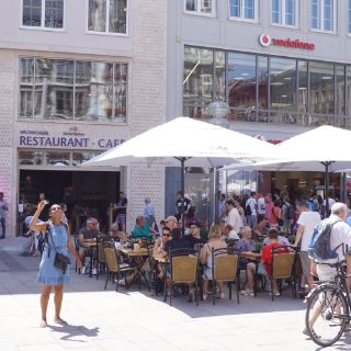 The Restaurant-Cafe is located at one of the most beautiful and liveliest places in Munich: the Marienplatz.