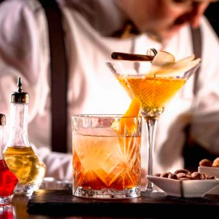 Einzigartige Spirituosen, kühle Getränke, Kaffee und Tee aus der Region