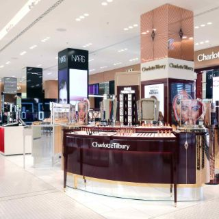 Der Oberpollinger zählt zu den bekanntesten Kaufhäusern Deutschlands und ist eine Ikone Münchens. / Oberpollinger is one of the best known department stores in Germany and is an icon of Munich.