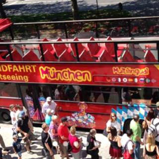 Hop On - Hop Off: Stadtrundfahrten mit den original Doppeldecker-Bussen