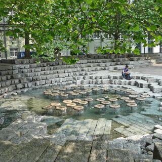 Der Brunnen vor der Frauenkirche