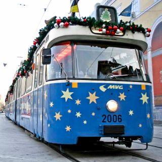 Weihnachtliche Stadtrundfahrt gefällig? Dann nichts wie rein in die Münchner ChristkindlTram.