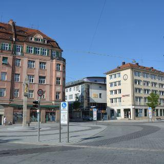 Pasinger Marienplatz mit Mariensäule