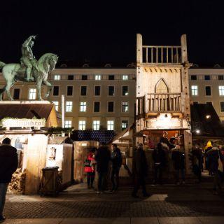 So mittelalterlich geht's am Wittelsbacher Platz zu