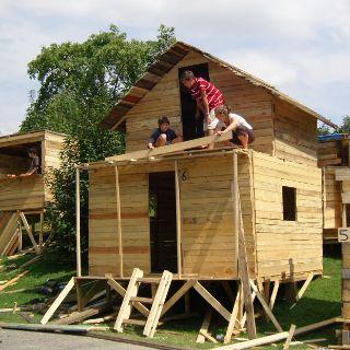 beim Hausbau des Mini-Olympiadorfs gebraucht werden…