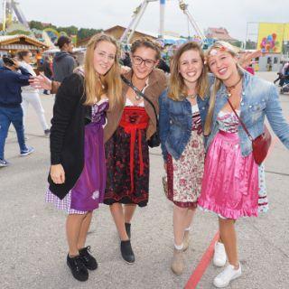 OktoberfestDirndlLederhosen Mode Für Das München Mode CoWQxEBerd