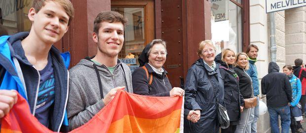 An der Menschenkette gegen Rassismus nahmen mehrere tausende Münchner teil.