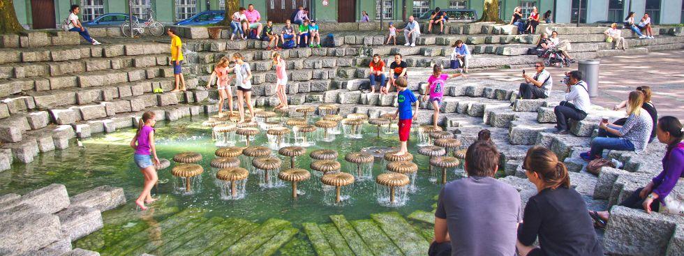 Brunnen an der Frauenkirche in München