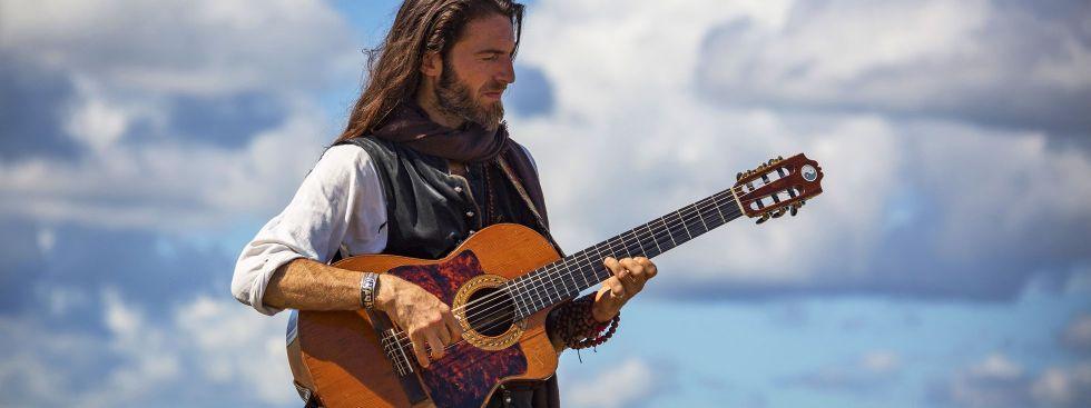 Gitarrist Estas Tonne