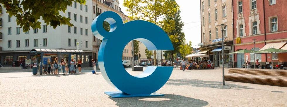 Cool City – ein blauer Buchstabe erobert München