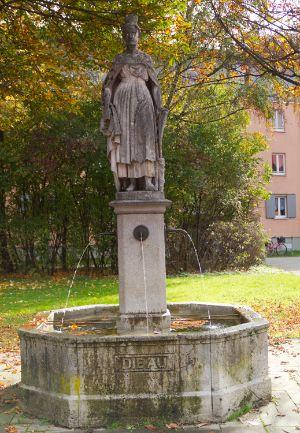 Auia Brunnen am Paulanerplatz in München Au, Foto: Katy Spichal