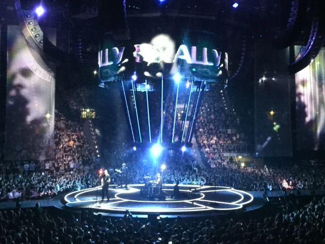 Die Band Muse bei ihrem Live-Auftritt in der Olympiahalle, Foto: muenchen.de/Mark Read