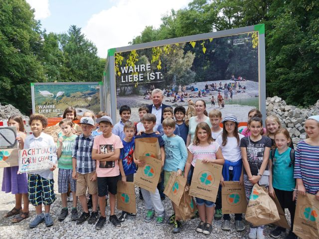 Öffentlichkeitskampagne für die Isar: Müllberg von einem Isarwochenende, Foto: muenchen.de / Dan Vauelle