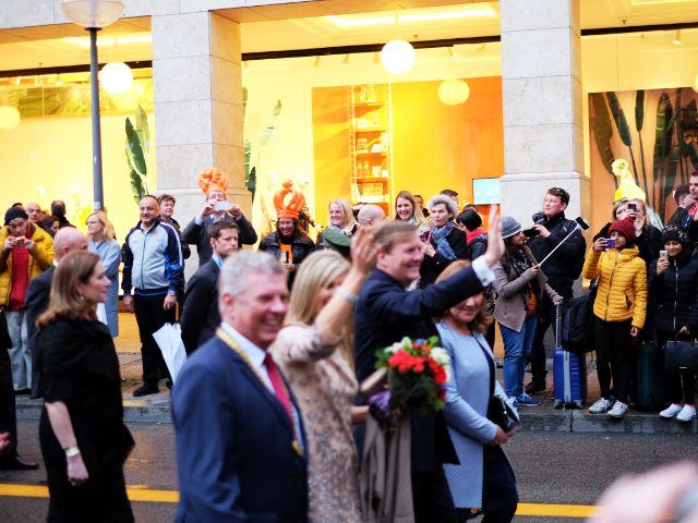Die Menge begrüßt das Koenigspaar, Foto: Filippo Steven Ferrara