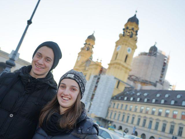Mario und Jeanne bei Theatinerkirche, Foto: muenchen.de/ Dan Vauelle
