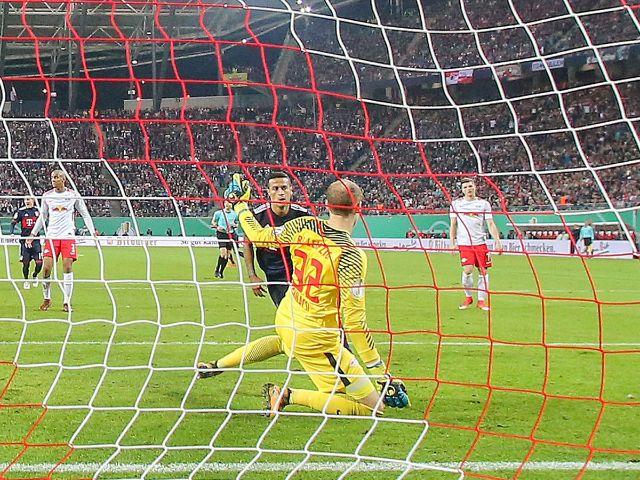 Thiago erzielt den Ausgleich in Leipzig, Foto: dpa