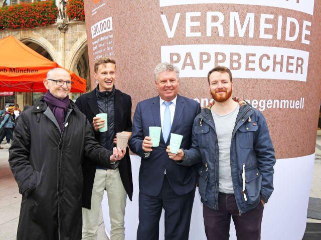 Aktion gegen Einweg-Kaffeebecher am Marienplatz, Foto: Michael Nagy/Presseamt München