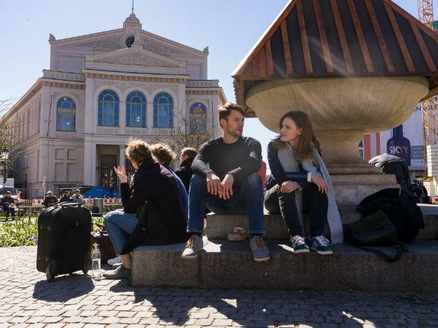 Sebastian und Michaela am Gärtnerplatz, Foto: muenchen.de/Lukas Fleischmann
