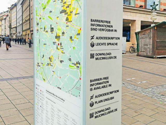 Barrierefreie Informationen auf der Stele, Foto: muenchen.de/Leonie Liebich