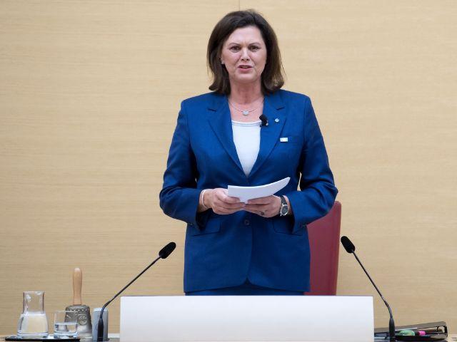 Ilse Aigner nach der Wahl zur Landtagspräsidentin, Foto: picture alliance/Sven Hoppe/dpa