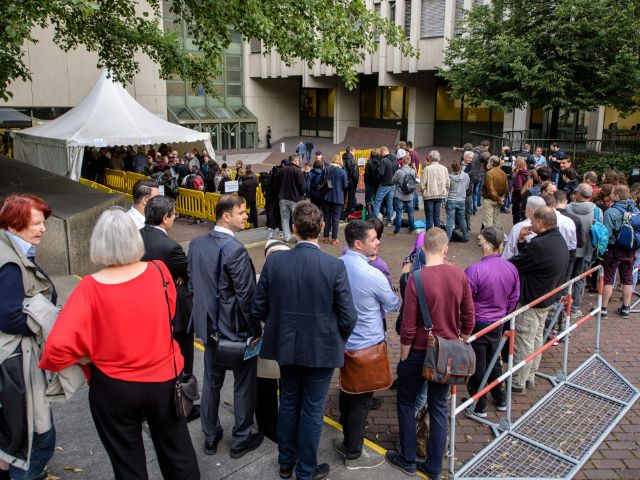 Menschenmenge beim NSU-Prozess , Foto: picture alliance/Matthias Balk/dpa
