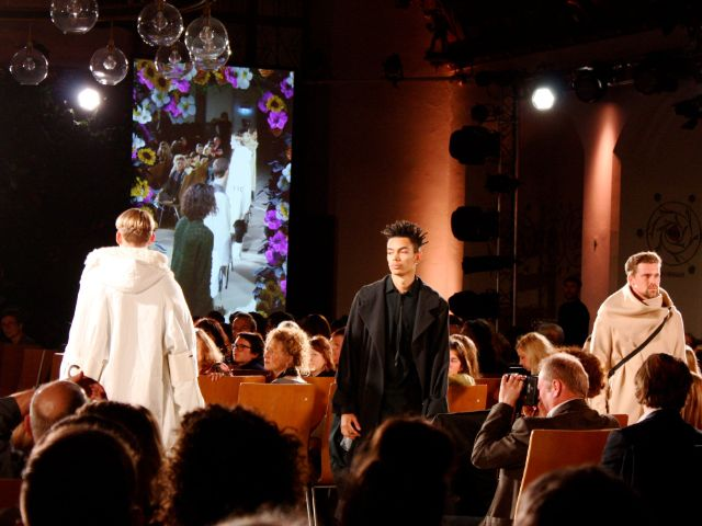 """Münchner Modepreis 2018: Gewinnerkollektion 1. Platz """"Return to the Clinic"""" von Felix Richter , Foto: Leonie Liebich / muenchen.de"""