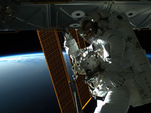 Alexander Gerst, Spacewalk, 2014, Foto: ESA/NASA