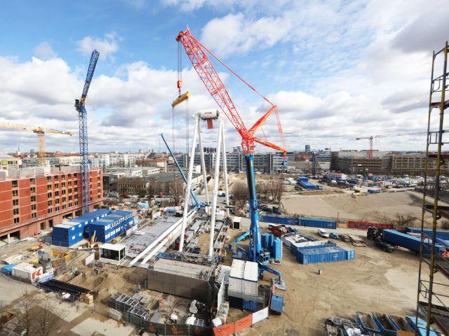 Aufbau des Riesenrads Hi-Sky München, Foto: OTEC / MAURER