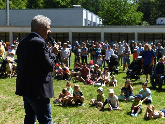 OB Dieter Reiter spricht bei der Eröffnung des Siemens-Sportparks, Foto: Referat für Bildung und Sport/Andreas Gebert