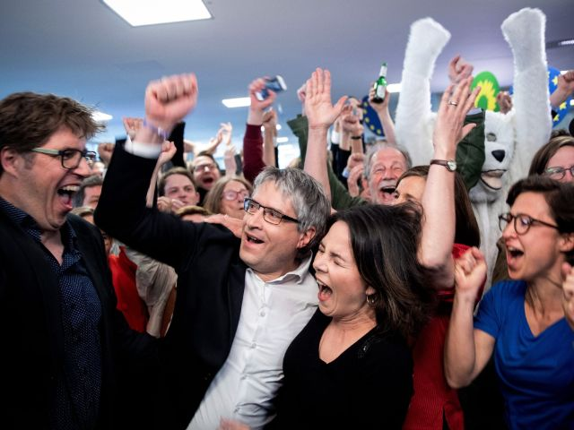 Grüne freuen sich über Wahlergebnis, Foto: dpa/Kay Nietfeld
