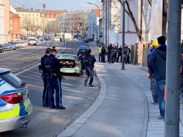 Polizeieinsatz an der Ohlmüllerstraße in der Au, Foto: dpa/Patrick Rasche