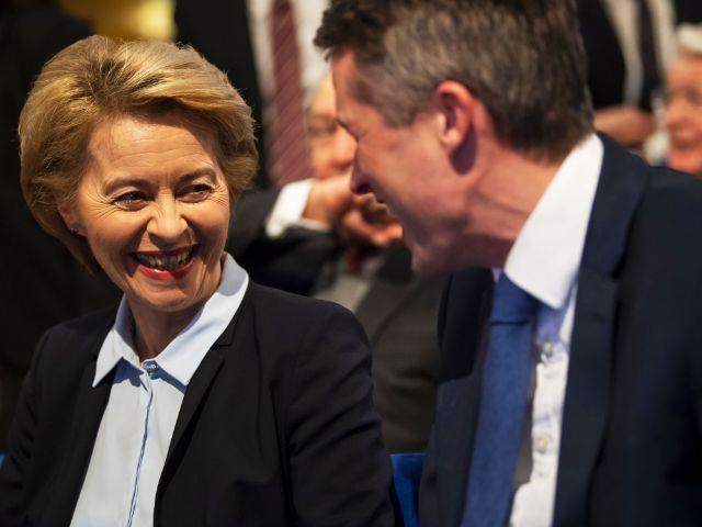Verteidigungsministerin Ursula von der Leyen mit ihrem britschen Amtskollegen Gavin Williamson, Foto: MSC / Mueller