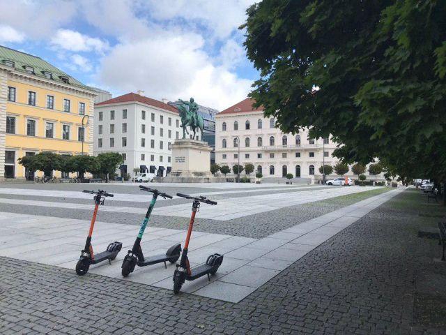 E-Scooter am Wittelsbacherplatz, Foto: muenchen.de/Michael Hofmann