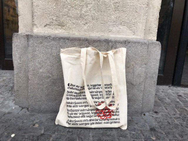 Stofftasche von Hugendubel, Foto: muenchen.de/Michael Hofmann