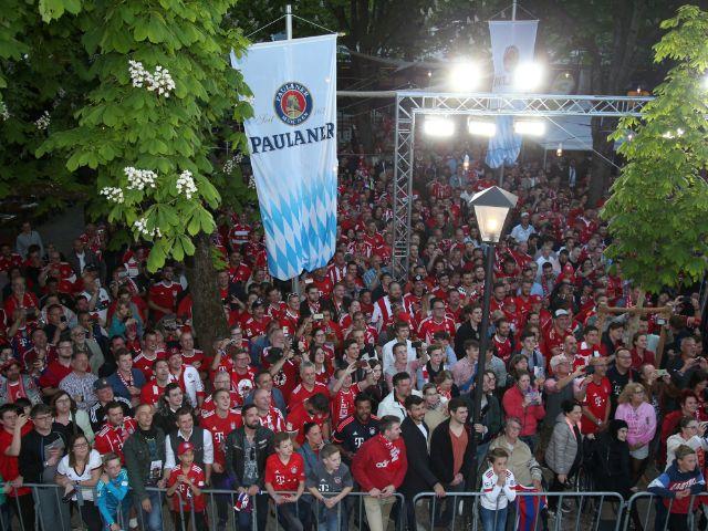 Meisterfeier des FC Bayern auf dem Nockherberg: Fanfest im Biergarten, Foto: sampics / Stefan Matzke / Paulaner