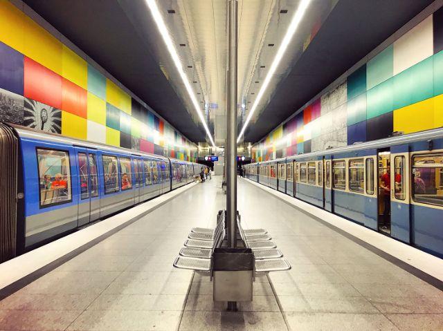 Alte und neue U-Bahn am Münchner Georg-Brauchle-Ring, Foto: Anette Göttlicher
