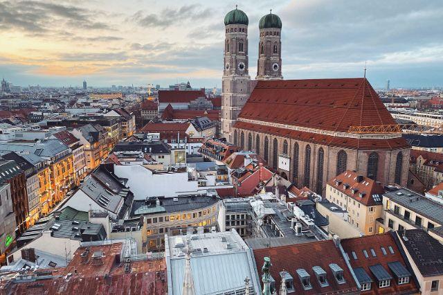 Die Frauenkirche vom Neuen Rathaus aus