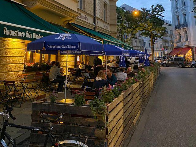 Bierbänke statt Parkplätze - Faun, Hans-Sachs-Straße, Foto: Gunnar Jans