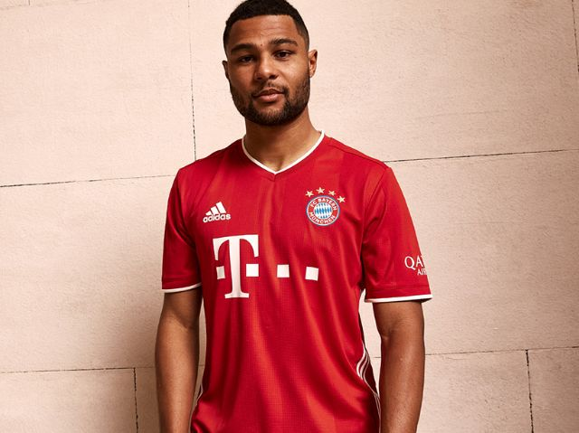 Serge Gnabry im neuen Bayern-Trikot, Foto: FC Bayern München AG