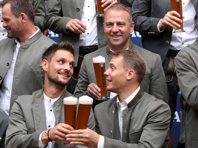 FC Bayern in Tracht, Foto: Paulaner Brauerei München © 2020