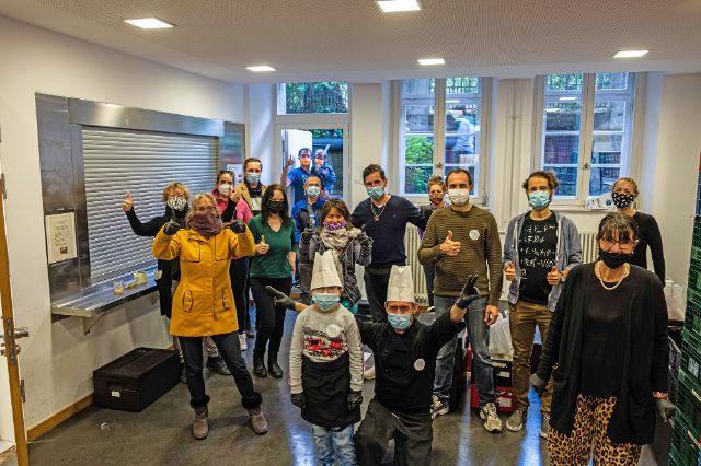 Das 1000 Teller-Team verabschiedet sich aus der St. Anna Schule in München., Foto: 1000 Teller