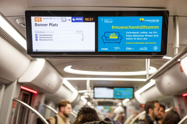 Infos zu #muenchenhaeltzamm in der U-Bahn., Foto: www.mcrud.de